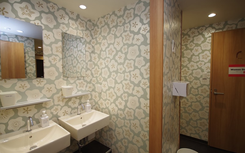 Shared bathroom Oak Hostel Sakura Asakusa Tokyo