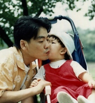 Kim Kwang-seok with his daughter Kim Seo Yon.