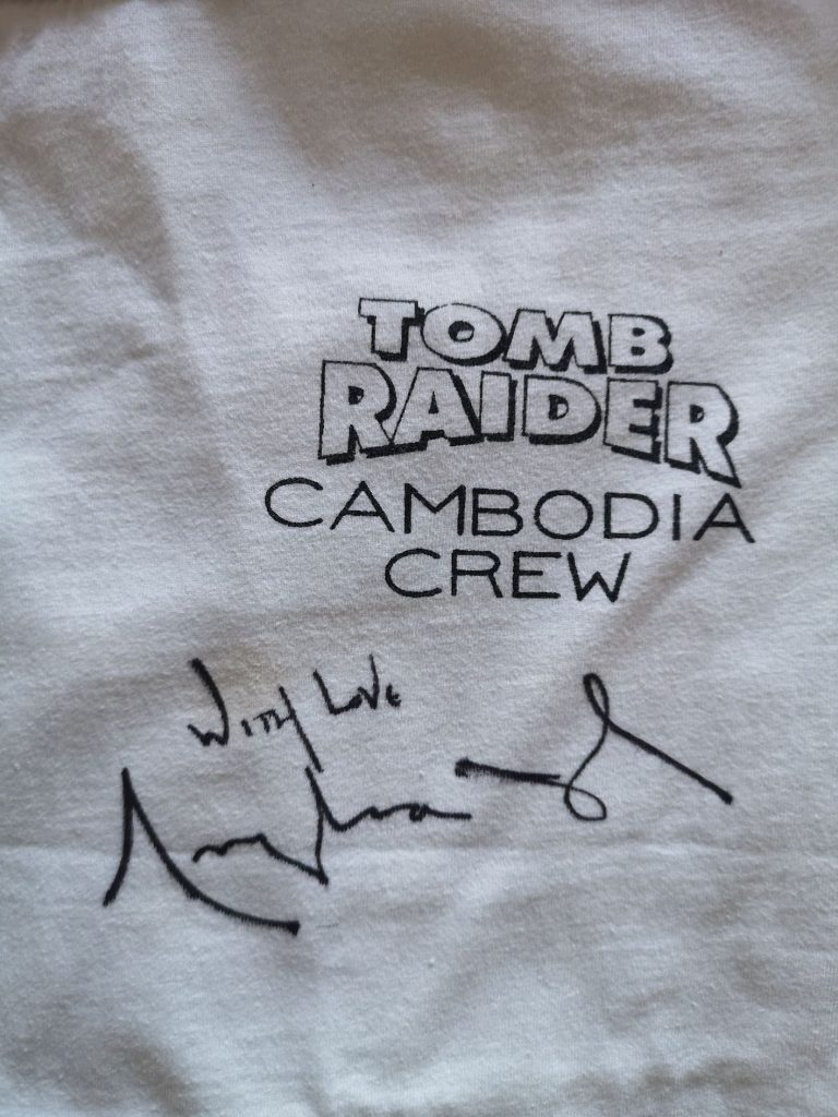 Angelina Jolie signed T-shirt Tomb Raider.