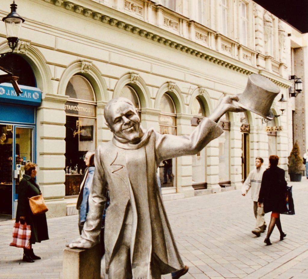 Schoner Naci Statue Bratislava