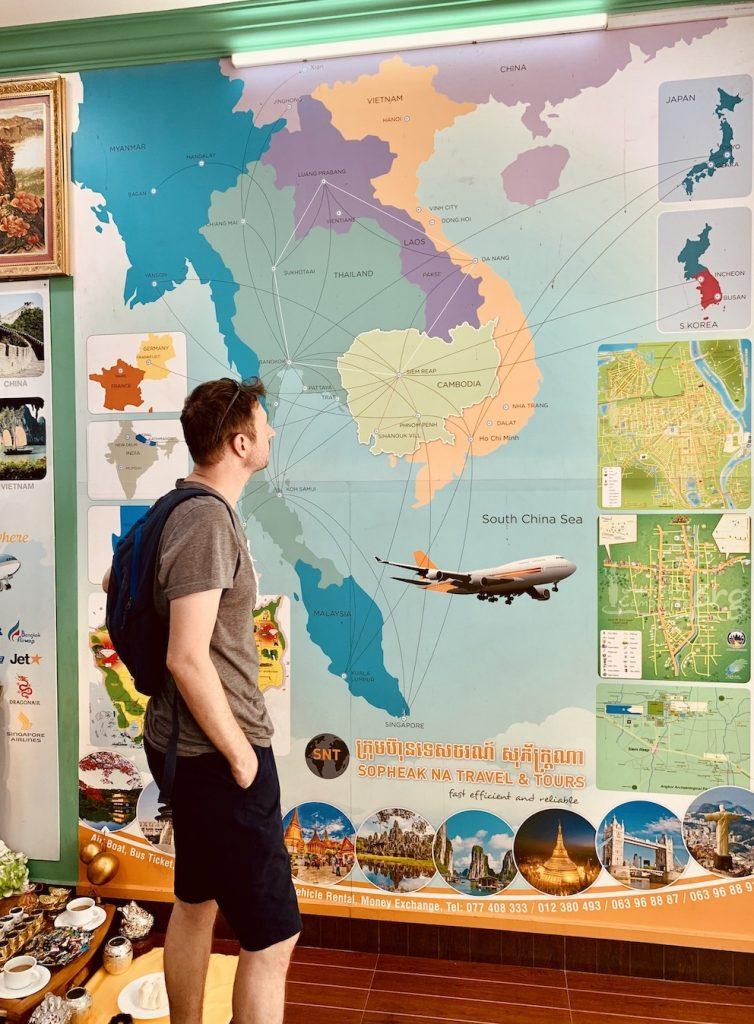Leighton Travels English travel blogger.