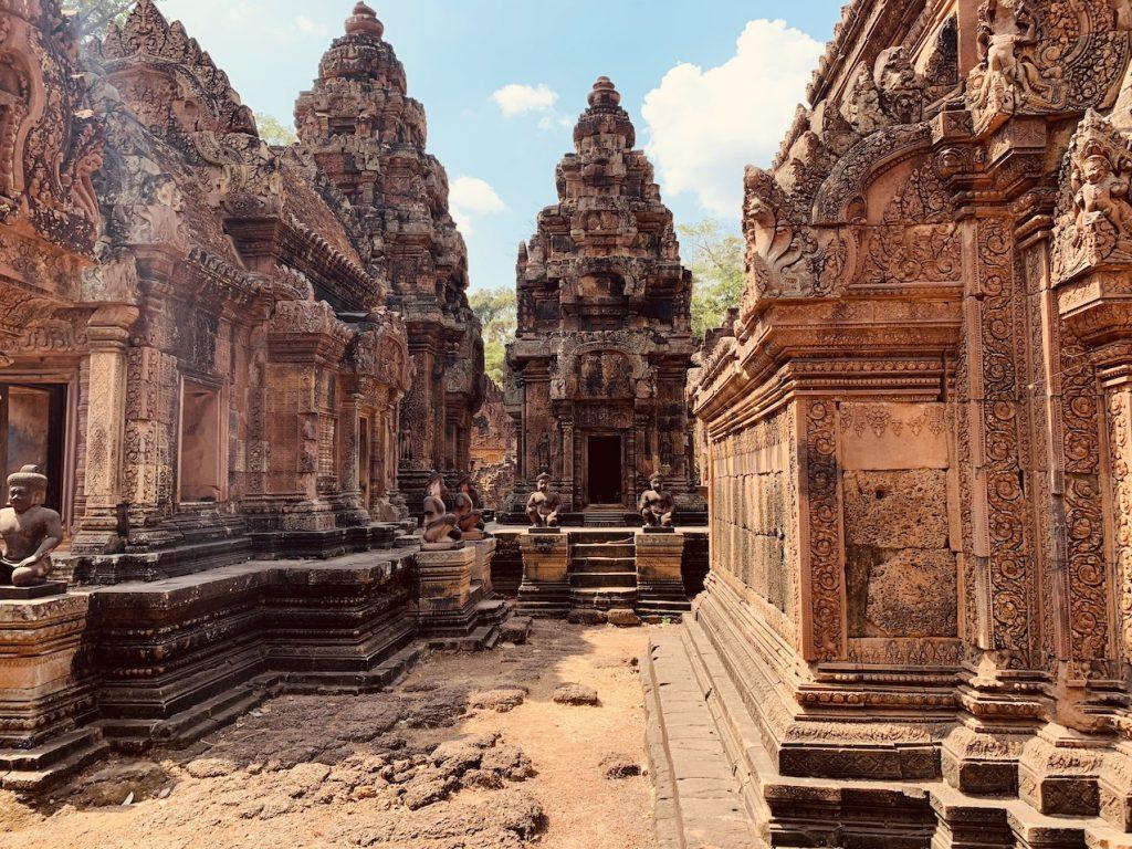 Visit Banteay Srei Temple Siem Reap.
