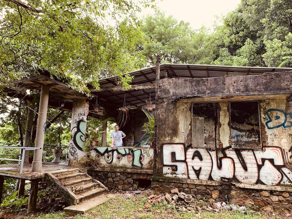 Visit Kep's abandoned colonial villas.