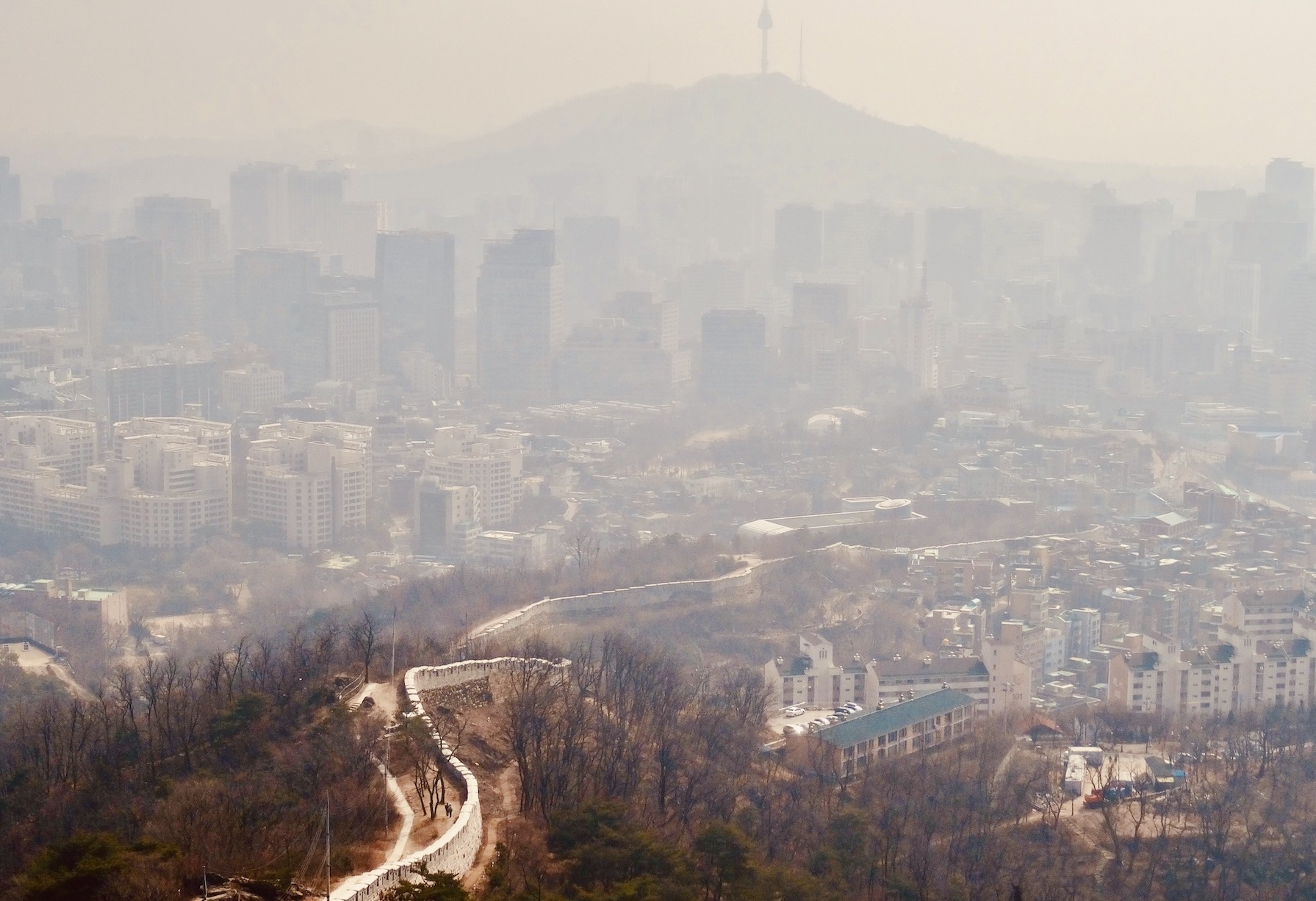 Hazy afternoon Seoul.
