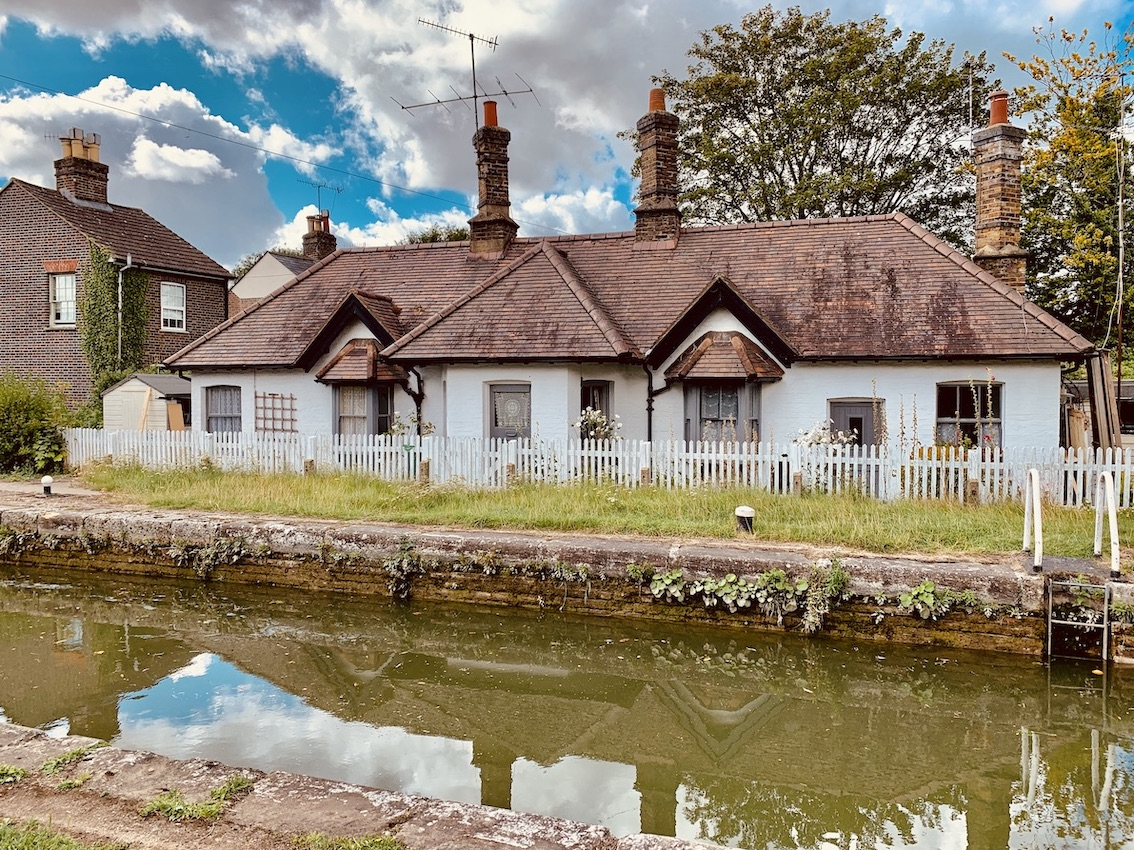 Cottages by The Grand Union Canal Berkhamstead.