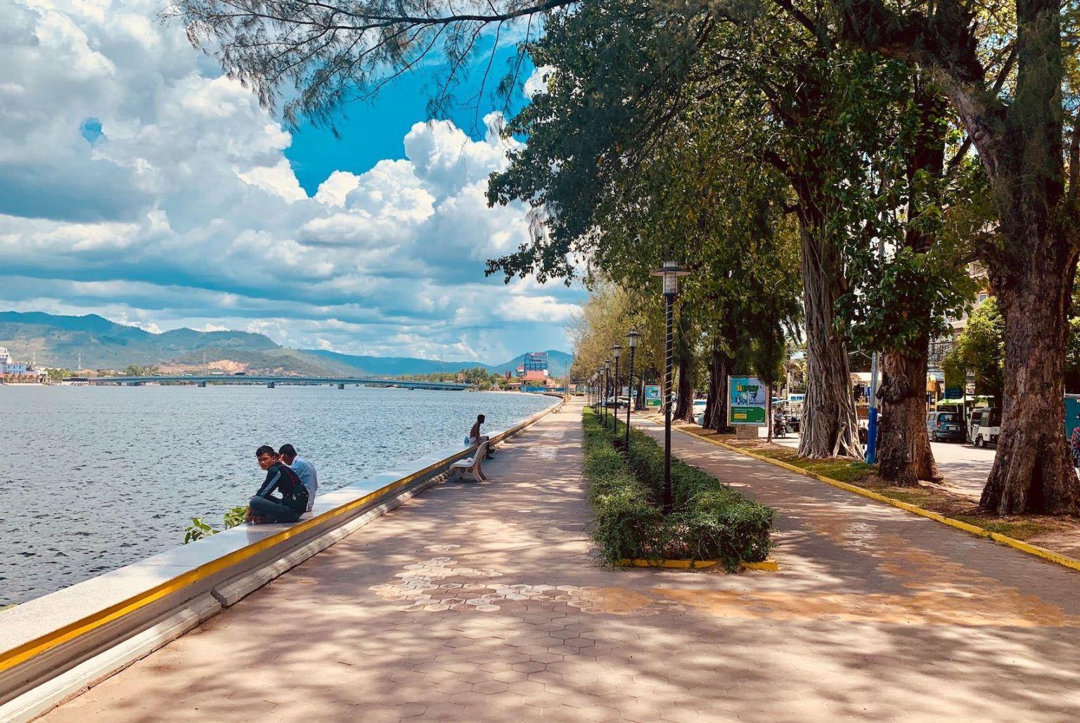 Promenade The Praek Tuek Chhu River Kampot.
