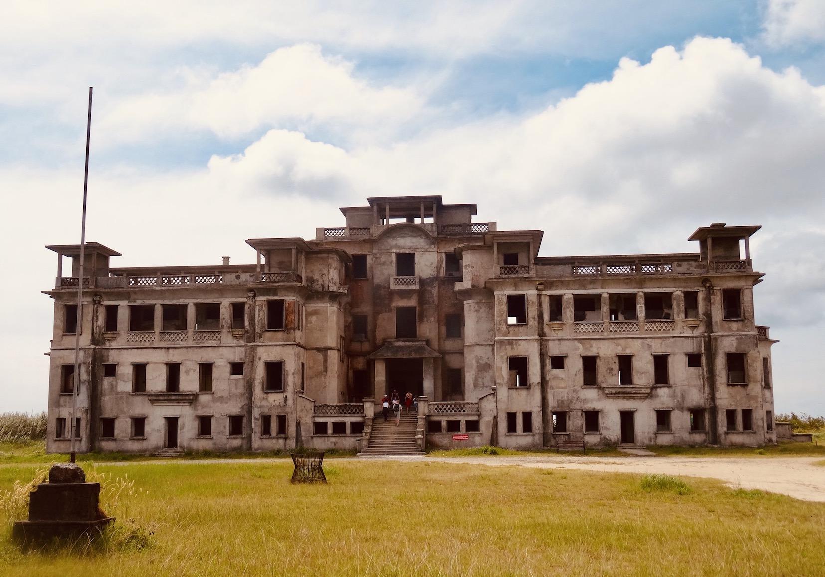 Ruin of Bokor Palace hotel 2015.
