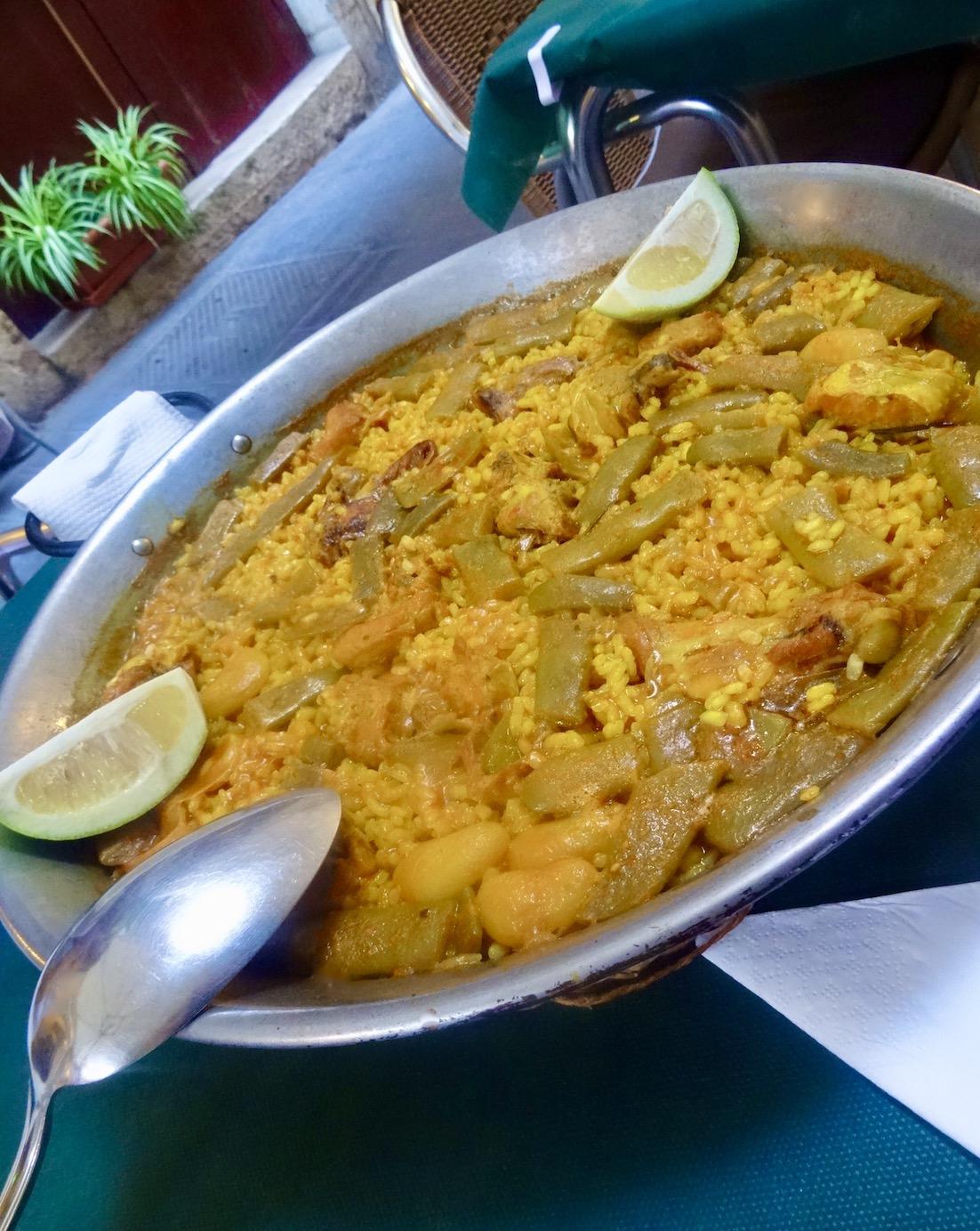 Chicken and rabbit Paella Bodega de la Sarieta Restaurant Valencia