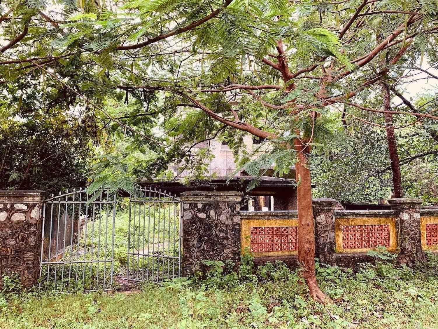 Abandoned villa Kep.