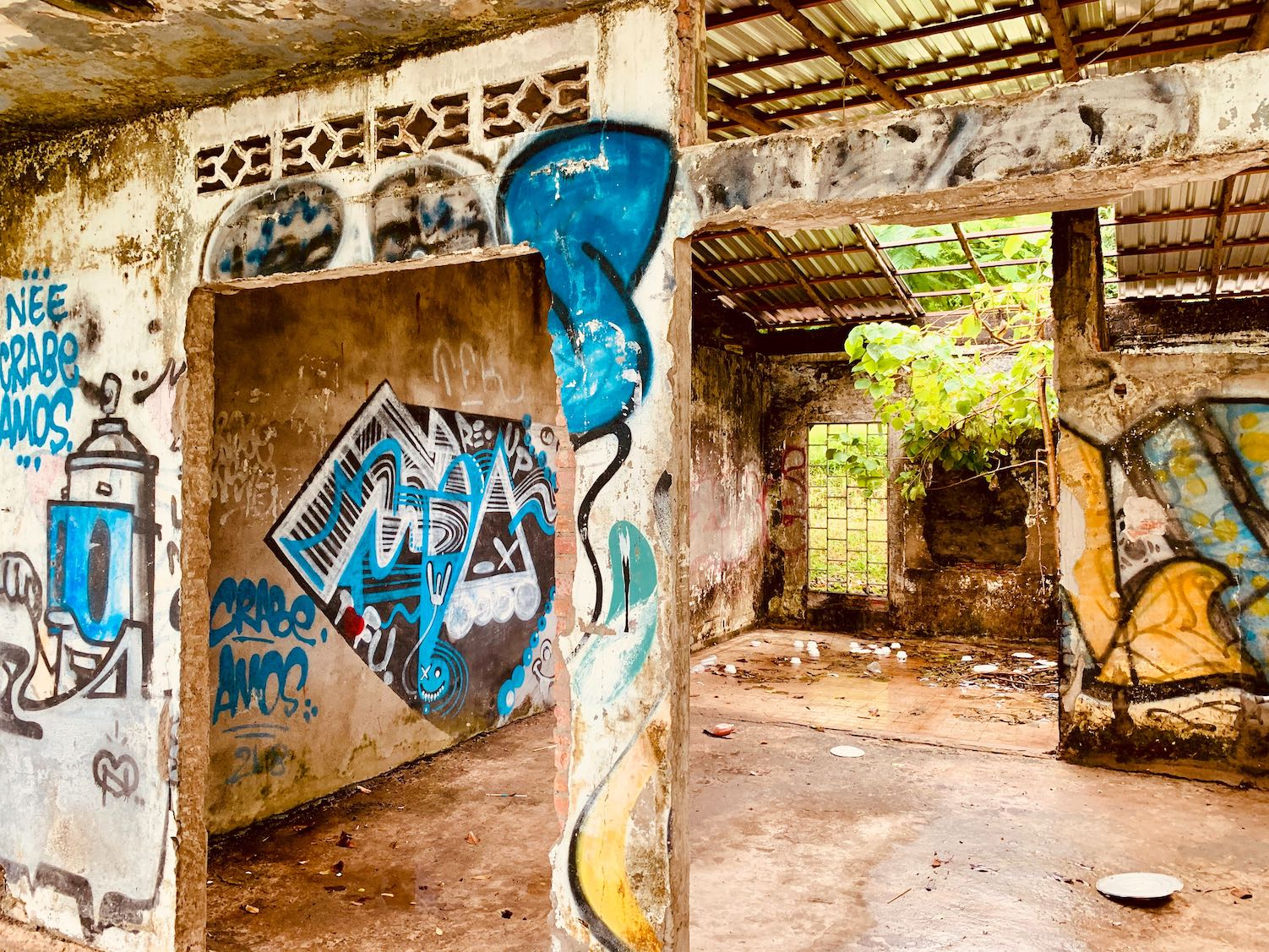 Graffiti in an Abandoned villa in Kep