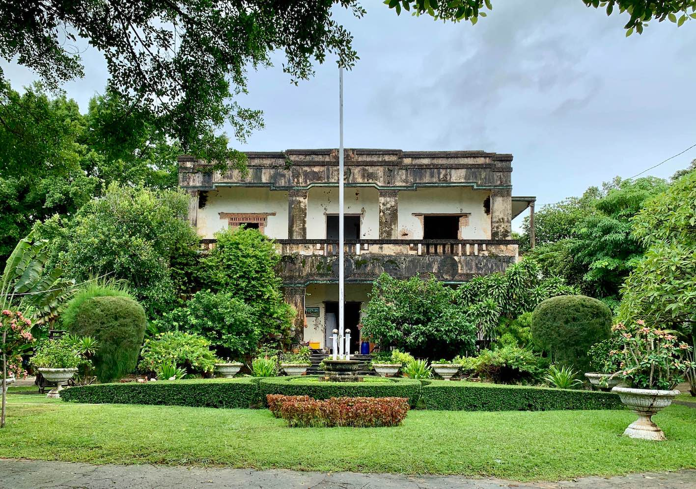 abandoned villas Kep