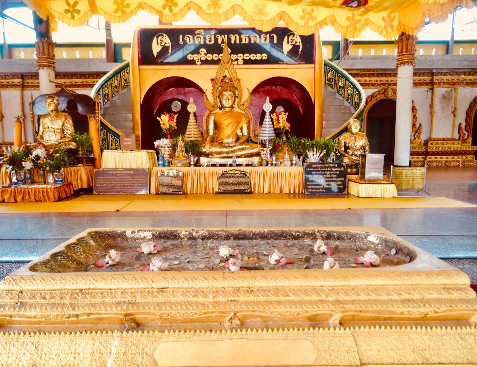 Coin balancing tradition Buddhakaya Chedi.