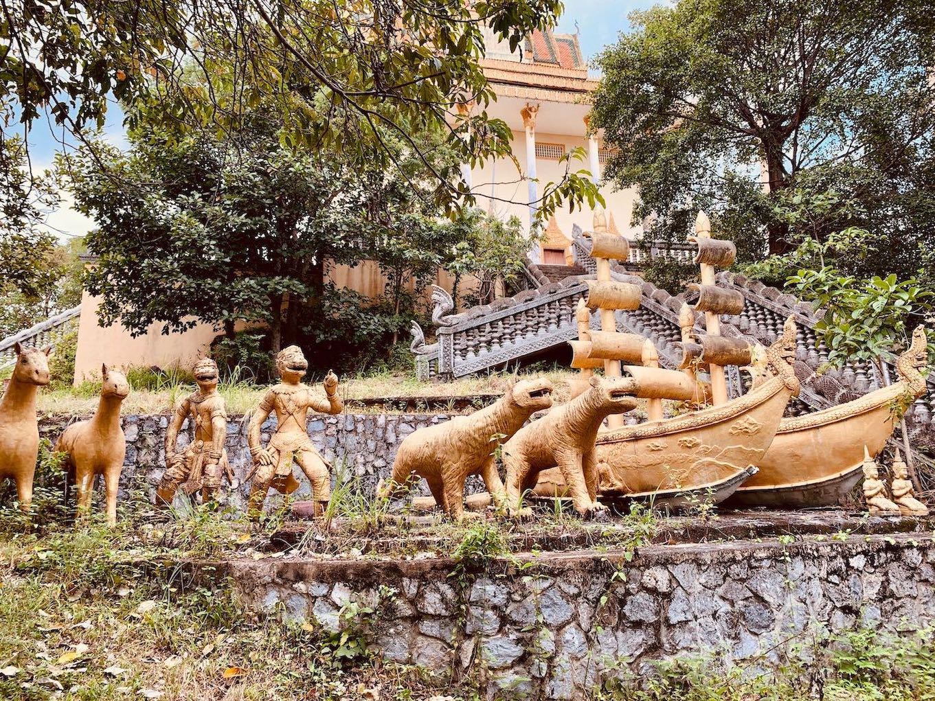 Golden sculptures Samathi Pagoda.