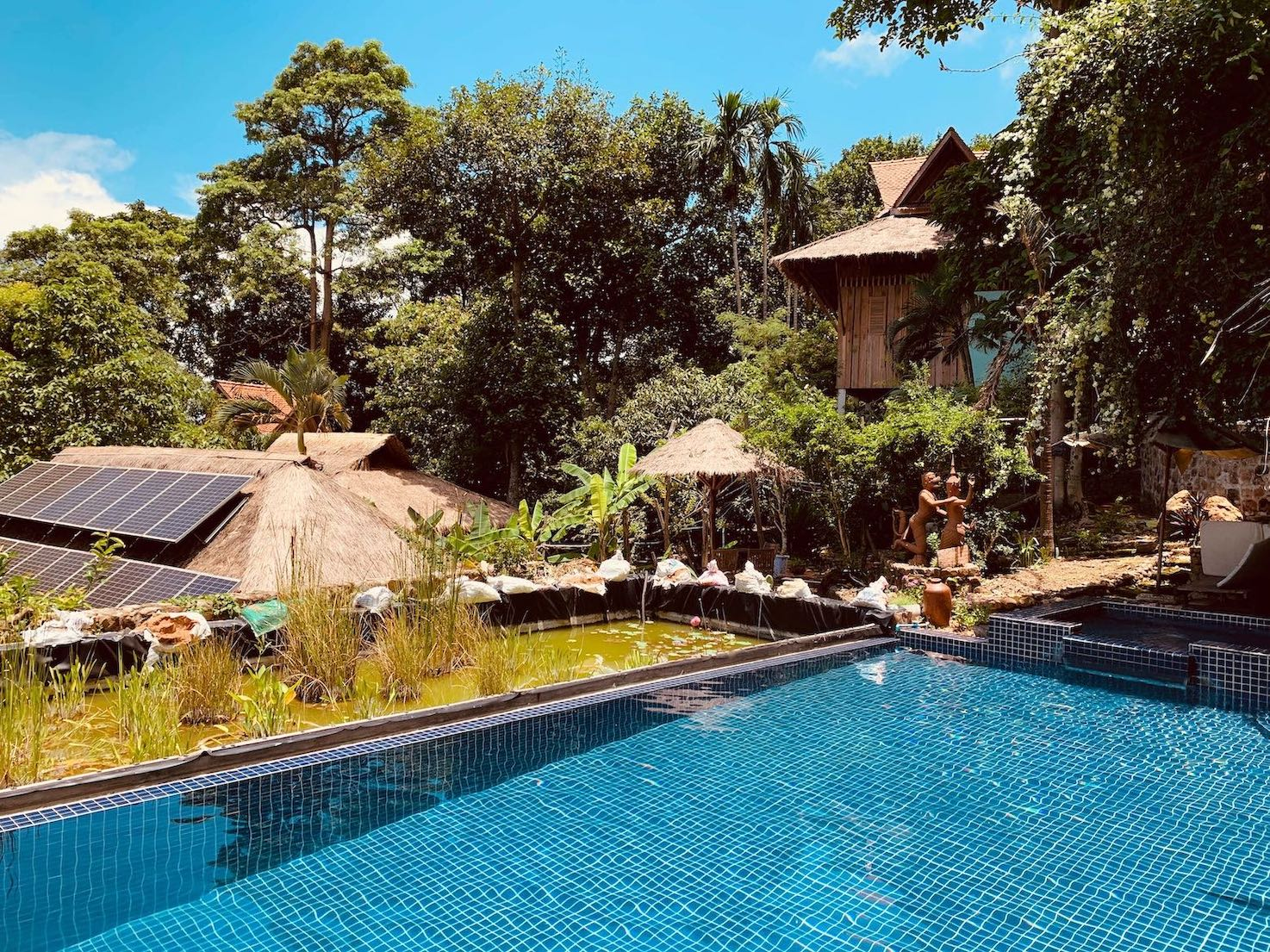 Swimming pool Le Bout du Monde Hotel Kep