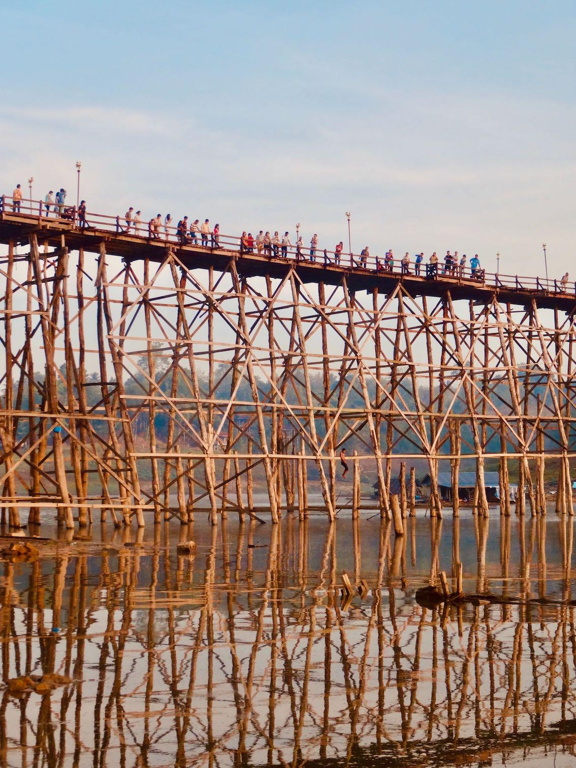 Uttamanusorn Bridge.