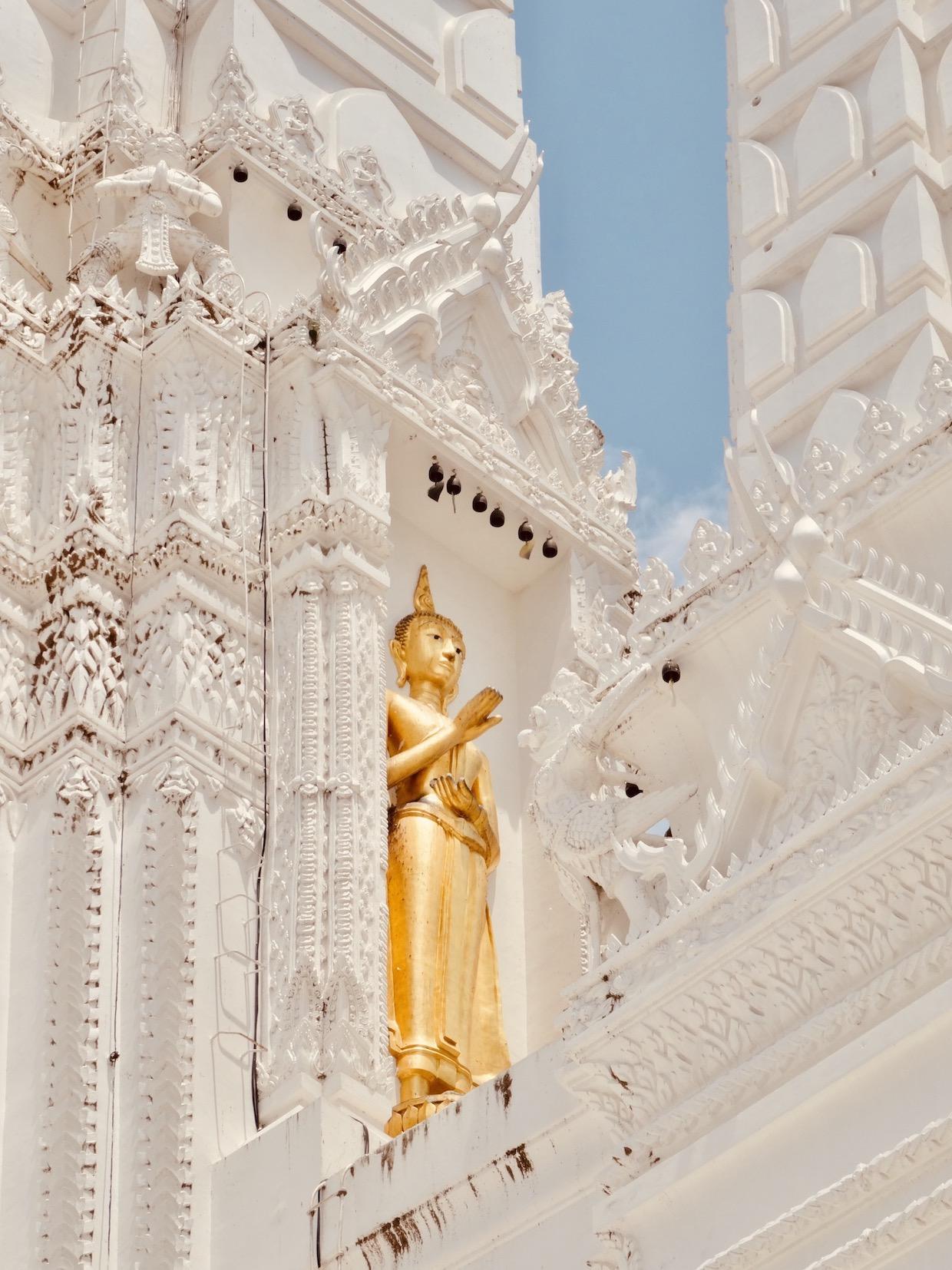 Wat Mahathat Worawihan Temple.