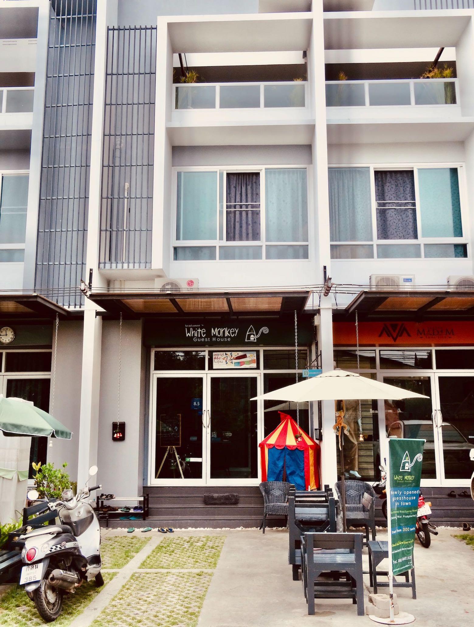 White Monkey Guesthouse Phetchaburi