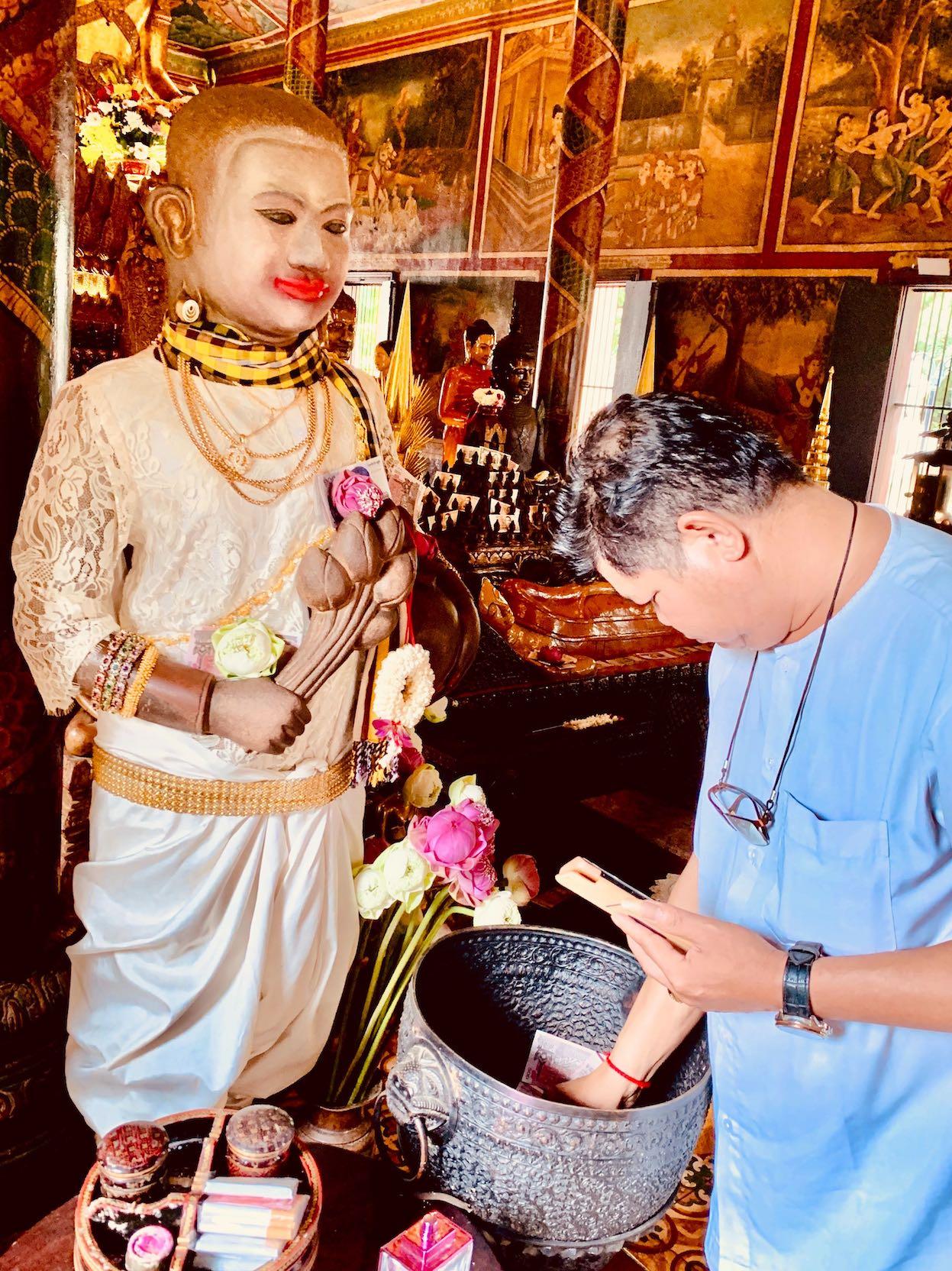 Monetary offerings at Wat Phnom