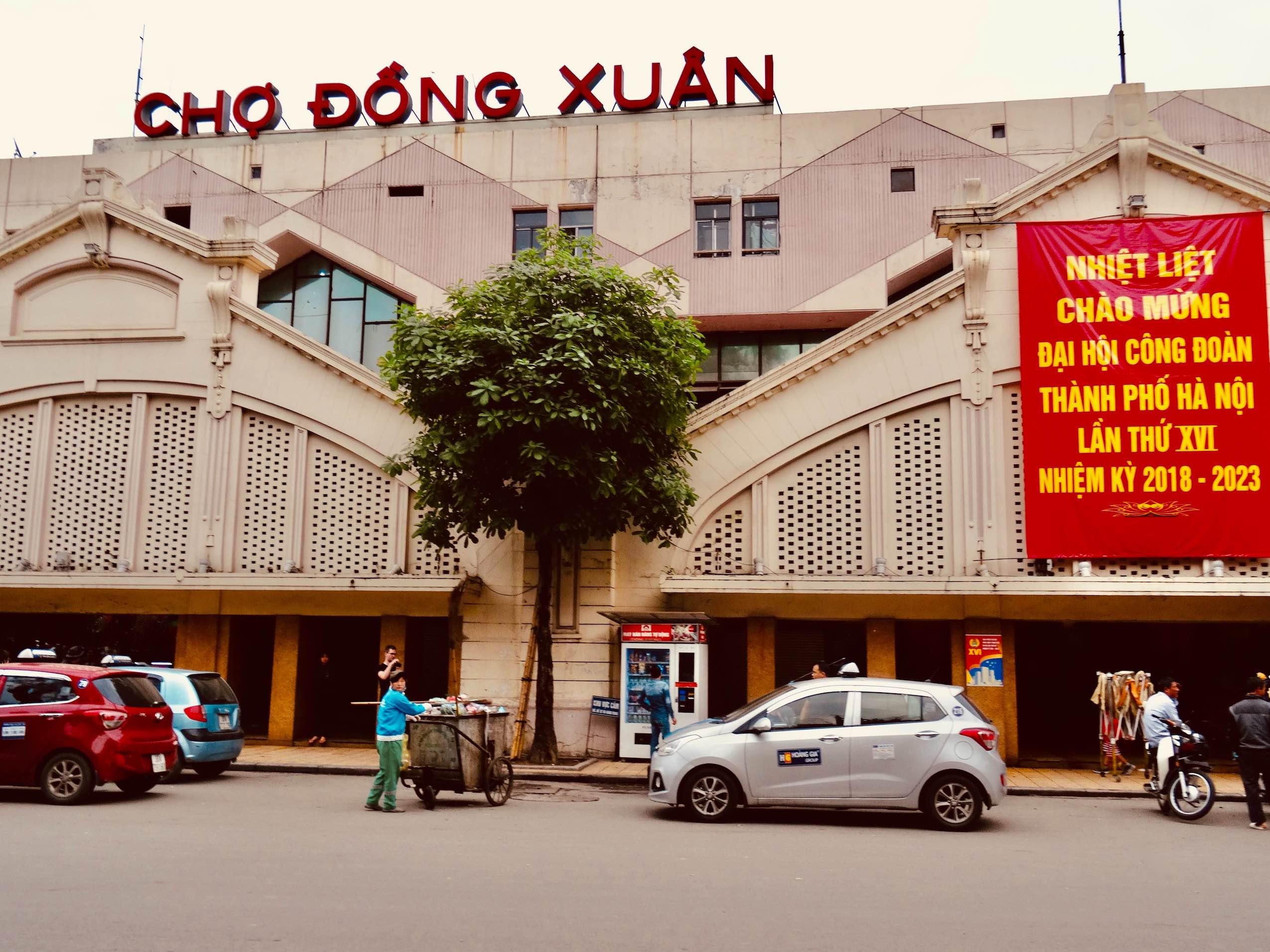Dong Xuan Market.