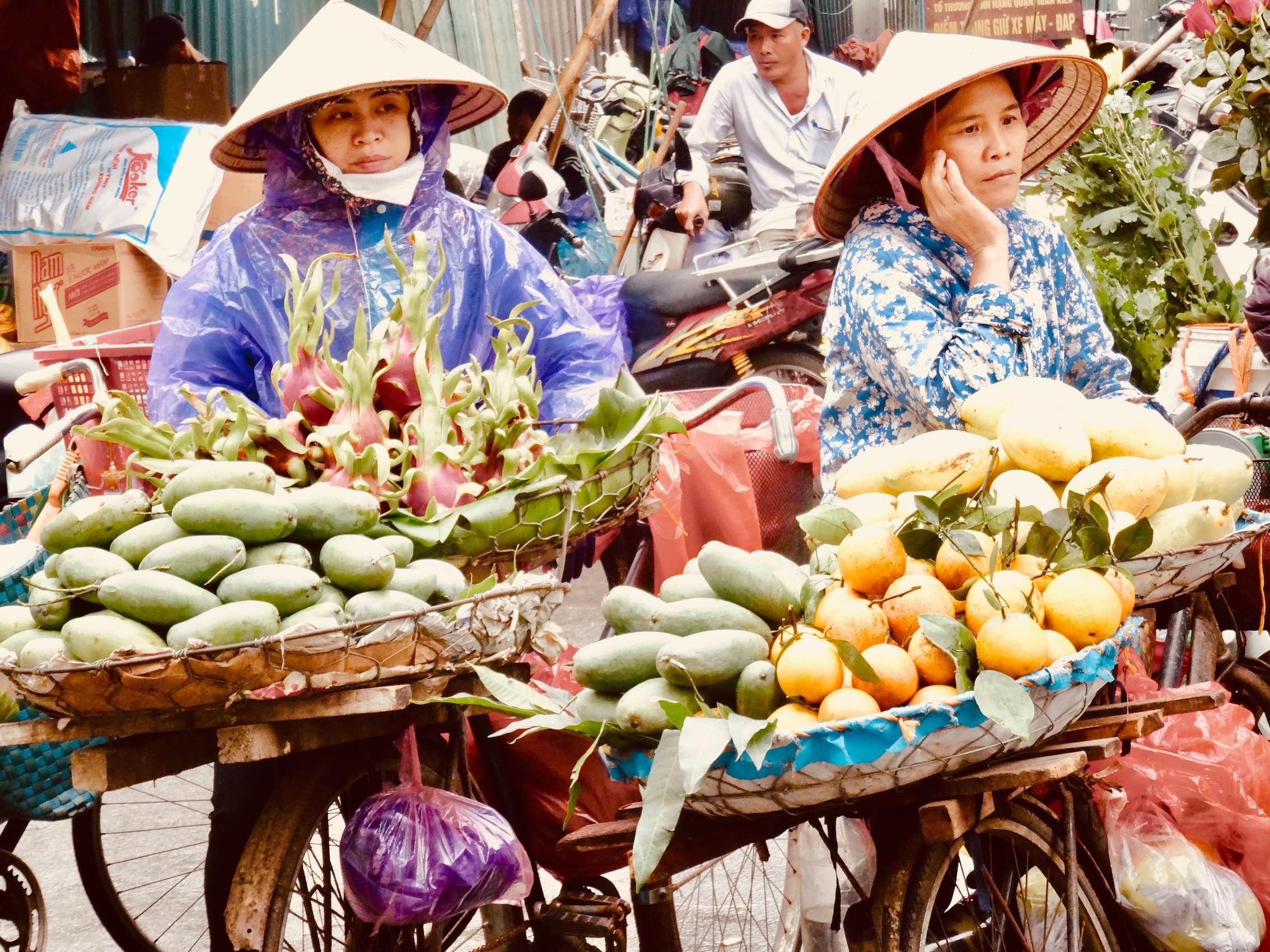 Fruit and veg vendors Hanoi Old Quarter