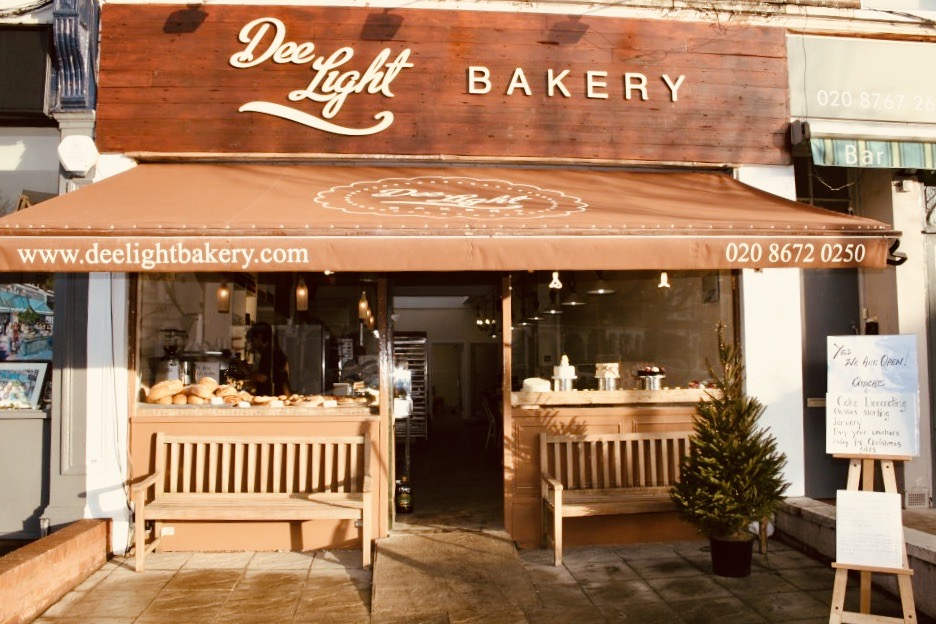 Entrance Dee Light Bakery.