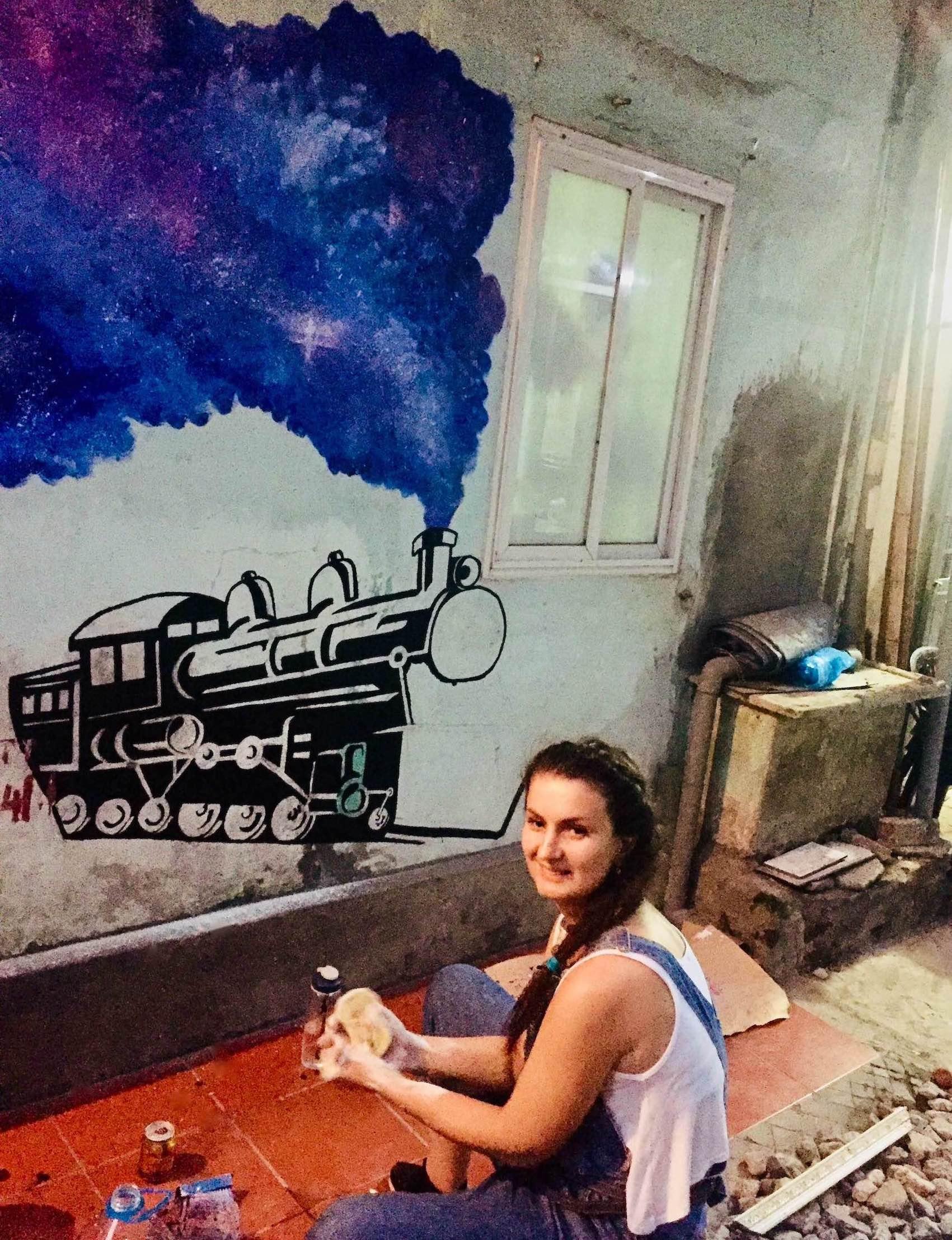 Volunteer art program on Hanoi Train Street
