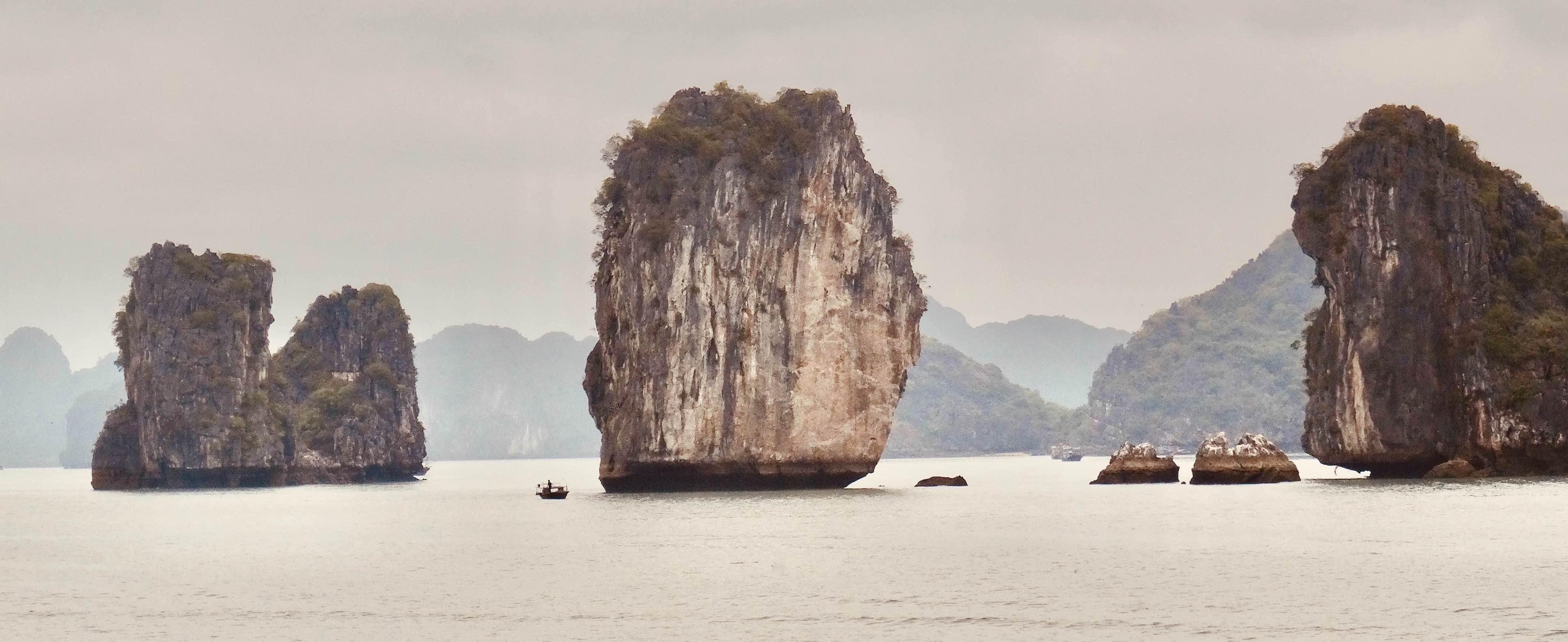 Halong Bay Cruise guide.